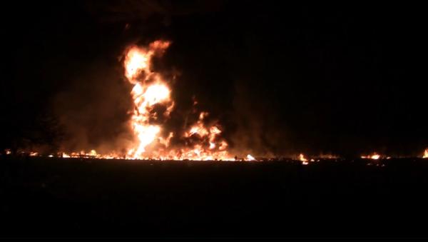 Hořící lidé a křik: Na internetu se objevilo video zachycující výbuch potrubí v Mexiku - Sputnik Česká republika