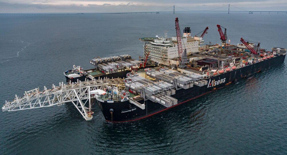 Loď Pioneering Spirit před začátkem výstavby Severního proudu 2
