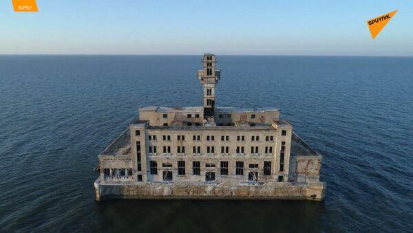 Dron zachytil záběry děsivých opuštěných sovětských zbraní v Kaspickém moři - Sputnik Česká republika