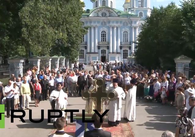 Petrohrad: Bohoslužba k uctění památky námořníků z ponorky Kursk