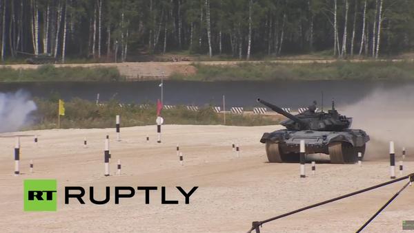 Tankový biatlon v Alabinu - Sputnik Česká republika