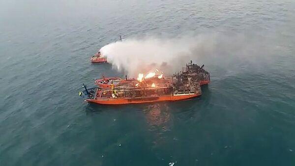 Požár na lodi v Kerčském průlivu - Sputnik Česká republika