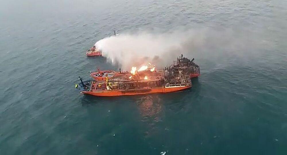 Požár na lodi v Kerčském průlivu