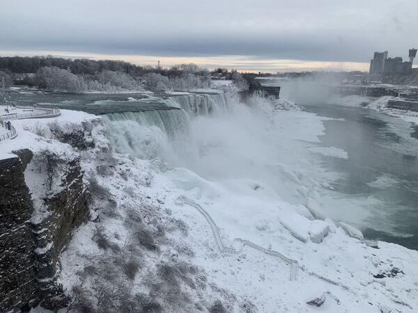 Tam, kde led dobývá vodu. Takový pohled na Niagarské vodopády vás zaujme! - Sputnik Česká republika
