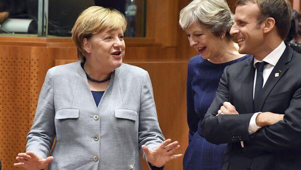 Angela Merkelová, Theresa Mayová a Emmanuel Macron - Sputnik Česká republika