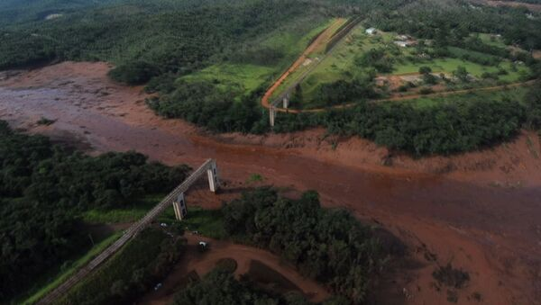Desítky mrtvých a stovky pohřešovaných. VIDEO následků prolomení hrází v Brazílii - Sputnik Česká republika