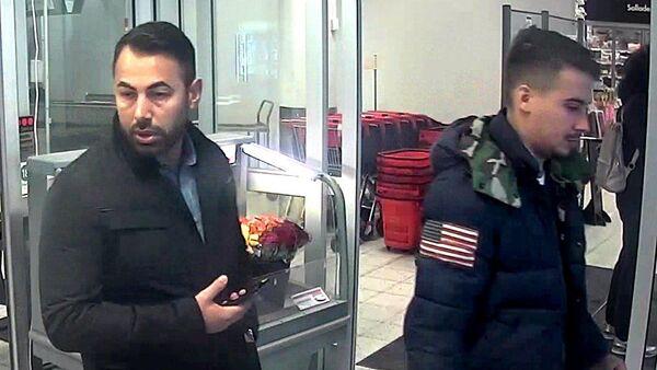 Fotografie dvou migrantů, po kterých pátrá policie ve Švédsku - Sputnik Česká republika