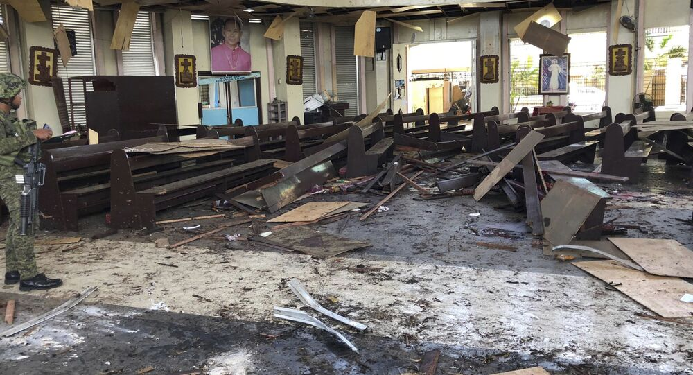 Důsledky výbuchu v katolické církvi na ostrově Jolo na Filipínách