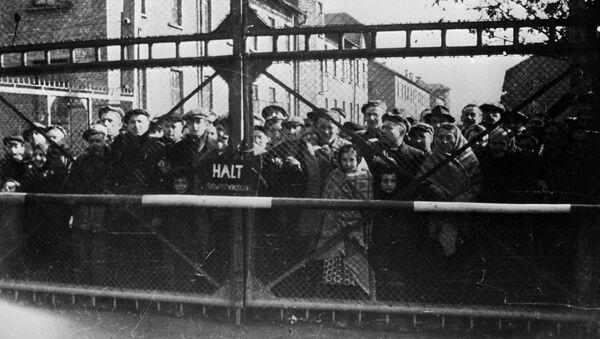 Vězni Osvětima před osvobozením tábora sovětskou armádou - Sputnik Česká republika