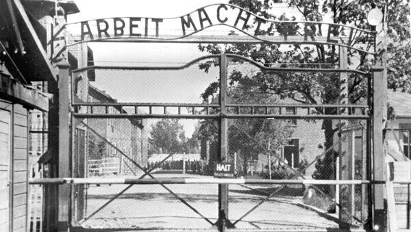 Hlavní vstup na území koncentračního tábora Osvětim - Sputnik Česká republika