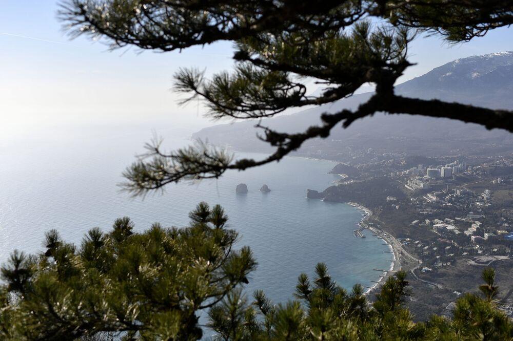 Výhled na Gurzuf na pobřeží Černého moře na Krymu