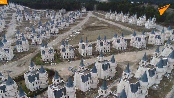Podívejte se na město duchů opuštěných Disney-zámků  v Turecku - Sputnik Česká republika
