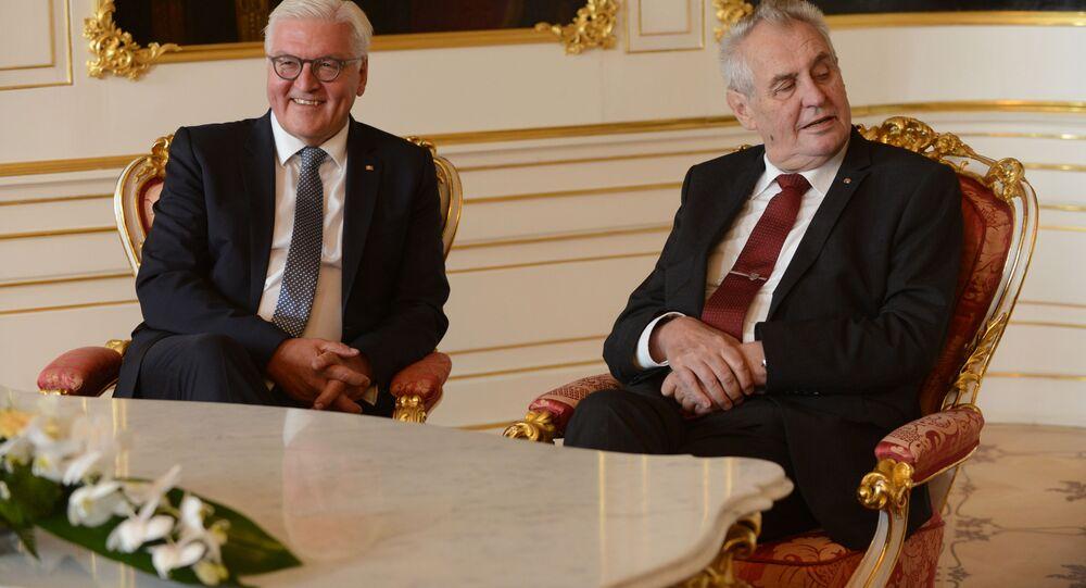 Německý prezident Frank Frank-Walter Steinmeier a český prezident Miloš Zeman na Pražském hradě (12. 9. 2017)