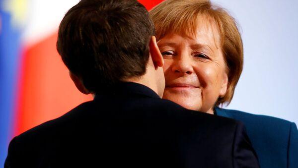 Angela Merkelová a Emmanuel Macron - Sputnik Česká republika