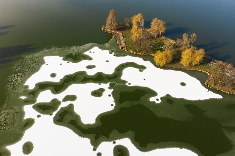 Bloky ledu v jezeře Nagykanizsa