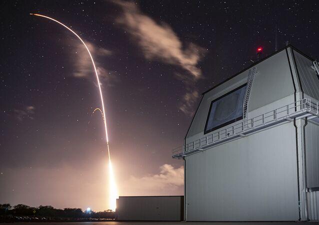 Zkouška v rámci amerického programu globální protiraketové obrany v Tichém oceáně