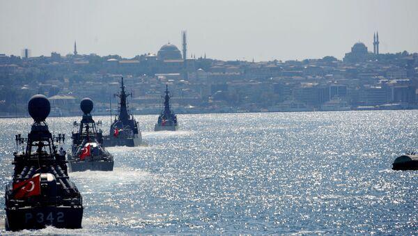 Turecké vojenské námořnictvo v Istanbulu - Sputnik Česká republika