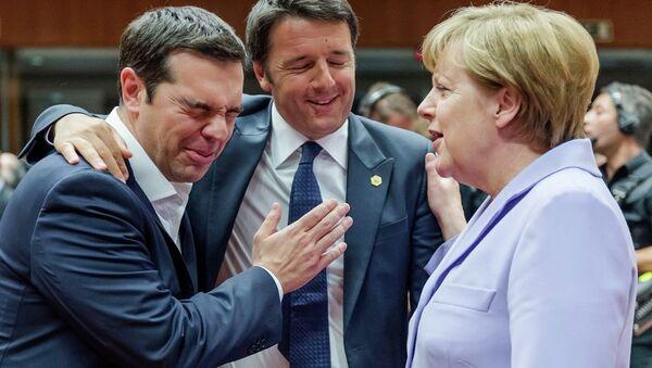 Italský premiér Matteo Renzi, řecký premiér Alexis Tsipras a německá kancléřka Angela Merkelová - Sputnik Česká republika