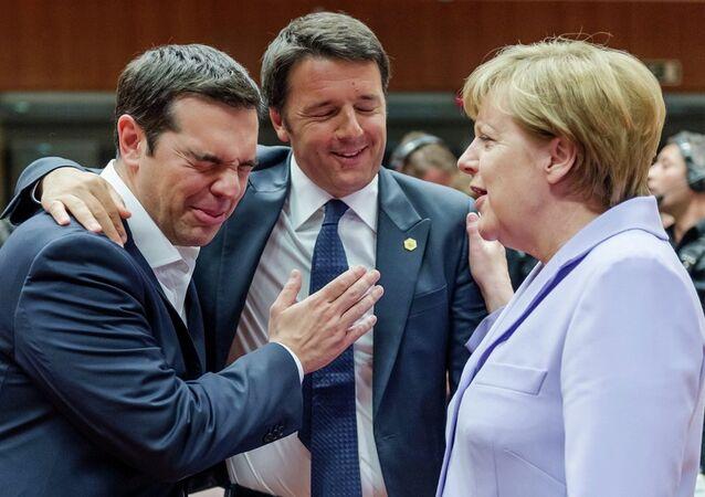 Italský premiér Matteo Renzi, řecký premiér Alexis Tsipras a německá kancléřka Angela Merkelová