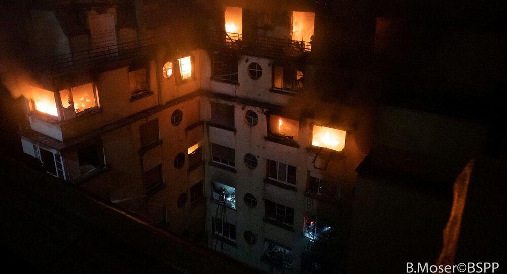 Požár obytného domu v Paříži