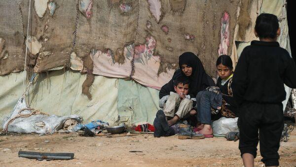 Syrští uprchlíci z Palmýry v uprchlickém táboře na předměstí Homsu - Sputnik Česká republika