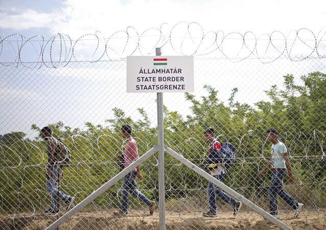 Běženci na maďarsko-srbské hranici