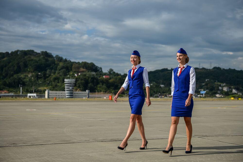 Letušky na mezinárodním letišti Soči