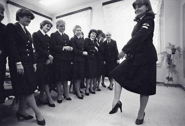 Letušky během tanečních kurzů, Leningradské letecko-technické učiliště civilního letectva - Sputnik Česká republika