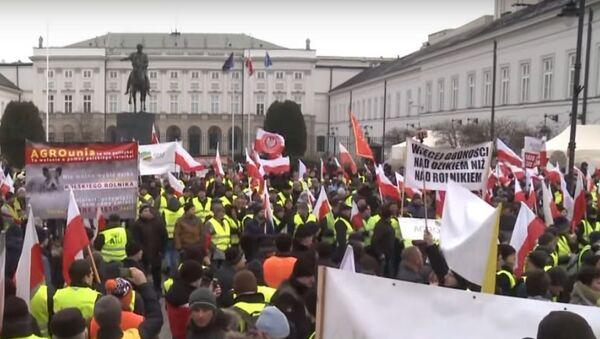 Tisíce polských zemědělců protestují proti dovozu z Ukrajiny - Sputnik Česká republika