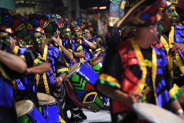 Účastníci slavnostní přehlídky na karnevalu v Montevideo, Uruguay - Sputnik Česká republika