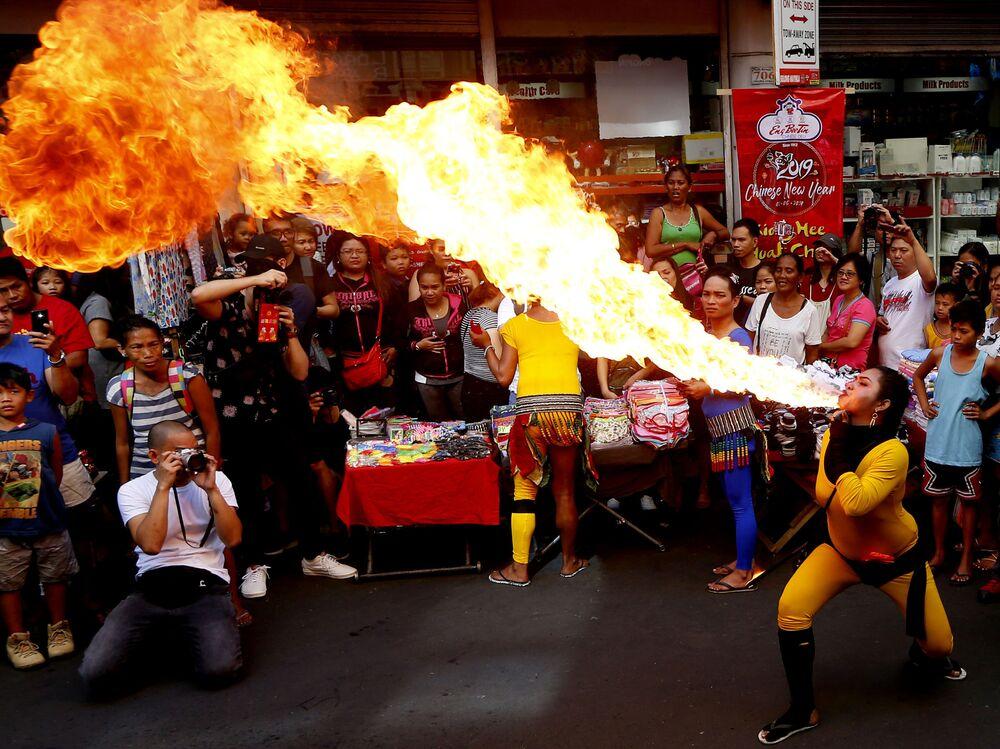 Oslavy Nového roku podle lunárního kalendáře v Manile na Filipínách.