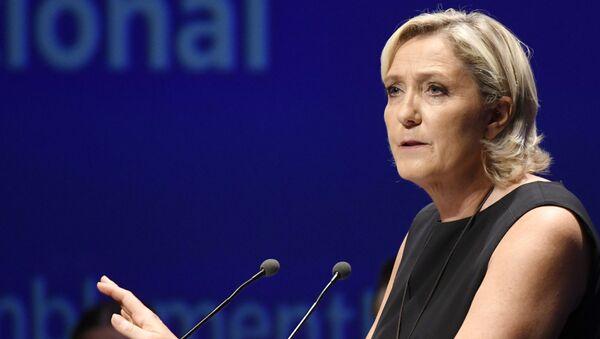 Předsedkyně francouzské pravicové strany Národní sdružení (bývalá Národní fronta) Marine Le Penová - Sputnik Česká republika