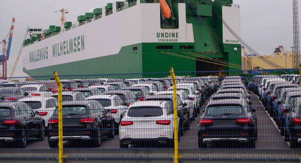 Automobily Mercedes-Benz v německém přístavu Bremerhaven