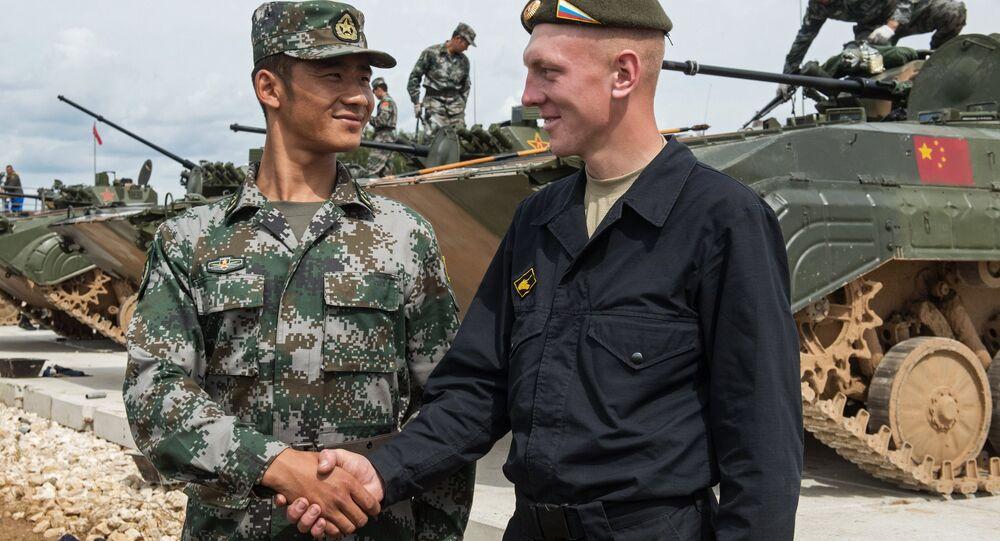 Ruský a čínský voják