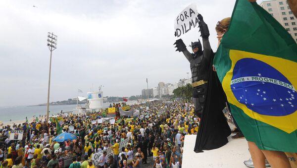 Protestní akce proti brazilské prezidentce Dilmě Rousseffové - Sputnik Česká republika