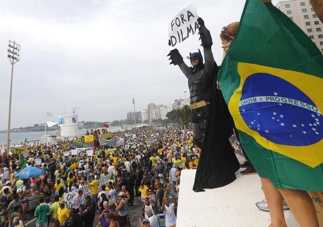 Protestní akce proti brazilské prezidentce Dilmě Rousseffové