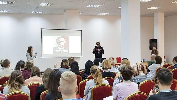 CampCamp 2018 sponzorovaný Prague Civil Society Centre školící profesionální revolucionáře - Sputnik Česká republika