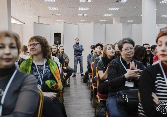 CampСamp 2018 školící manipulátory za podpory pražské neziskovky Prague Civil Society Centre