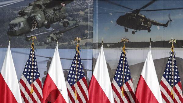 Vlajky Polska a USA ve Varšavě - Sputnik Česká republika