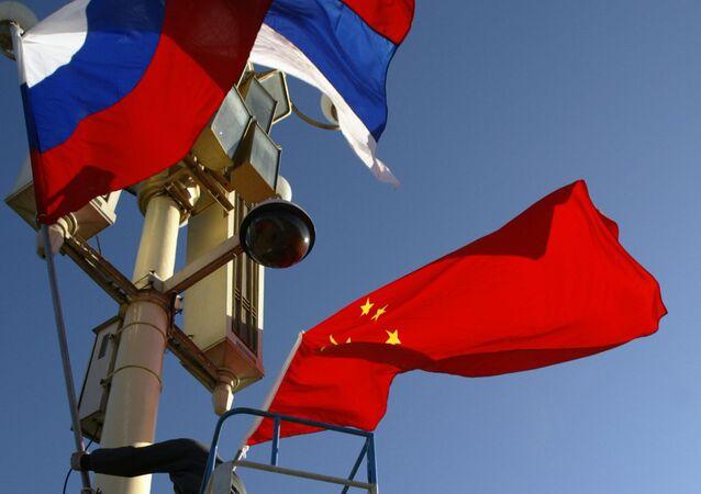Vlajky Ruska a Číny