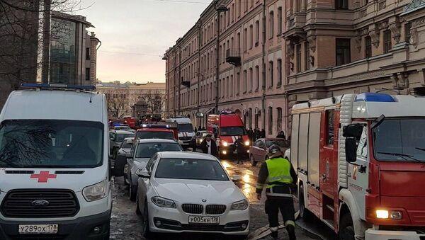 V budově petrohradské univerzity spadla tři patra podlahových nosných konstrukcí - Sputnik Česká republika
