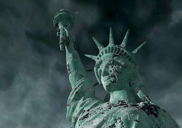 Socha Svobody během bouře. Ilustrační foto
