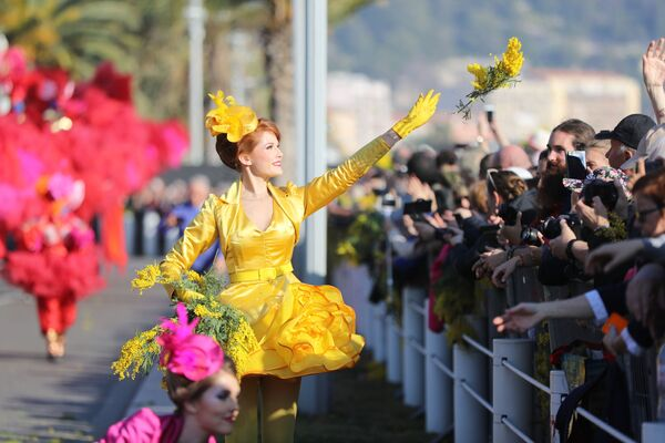 Karneval, který překvapí! Barvy života, velikán Charlie Chaplin a královna v růžovém - Sputnik Česká republika