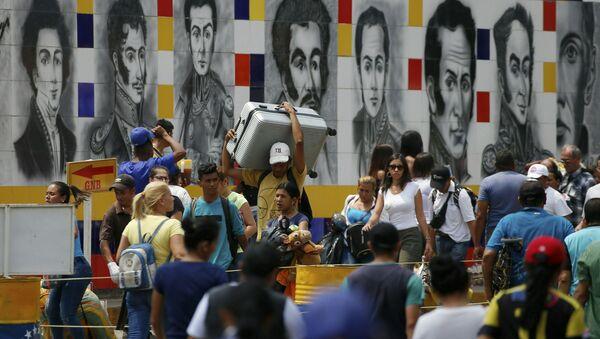 Obyvatelé Venezuely na hranici s Kolumbií - Sputnik Česká republika
