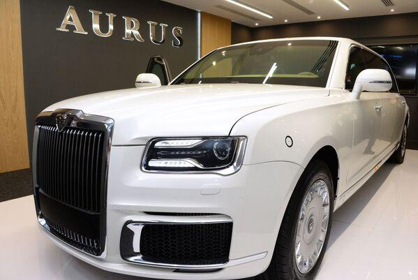 Prezentace Putinovy limuzíny Aurus na mezinárodním veletrhu obranné techniky IDEX 2019 - Sputnik Česká republika