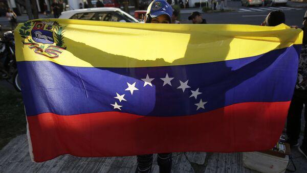 Protestující s vlajkou Venezuely - Sputnik Česká republika