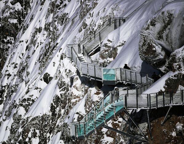 Пешеходный маршрут на леднике Дахштайн в Австрии - Sputnik Česká republika
