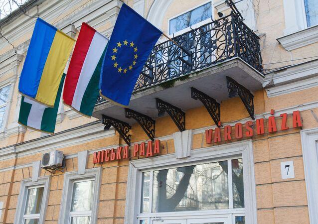 Vlajky Maďarska, Ukrajiny a Evropské unie