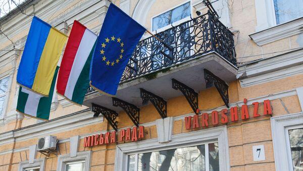 Vlajky Maďarska, Ukrajiny a Evropské unie - Sputnik Česká republika