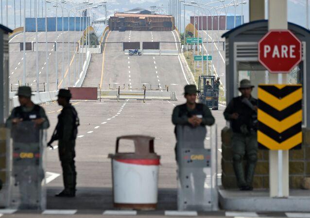 Venezuela dočasně uzavřela tři mosty na hranici s Kolumbií